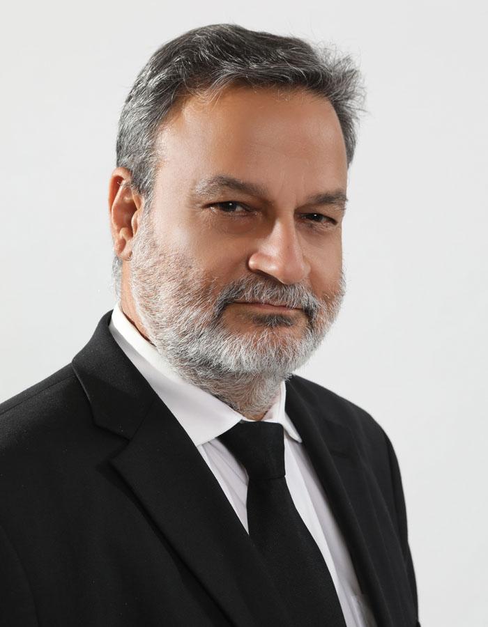 Dr. Roberto López